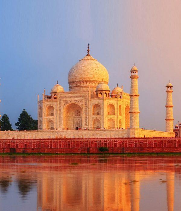 Explore Taj Mahal With TripDezire