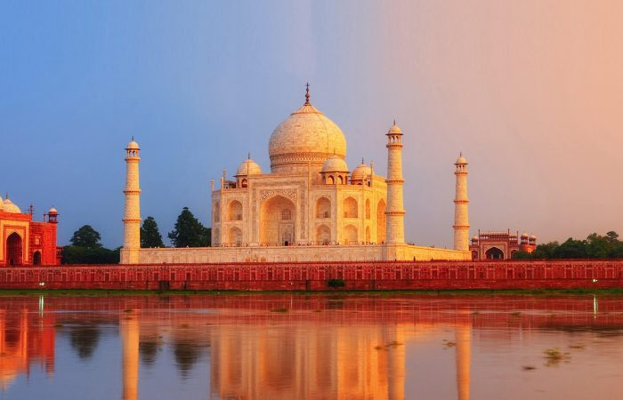 Explore Taj Mahal With TripDezire