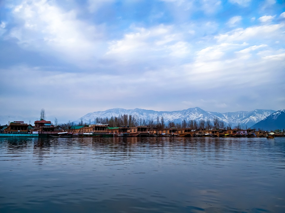 Srinagar Tour Package with TripDezire for booking call at 999 111 9350