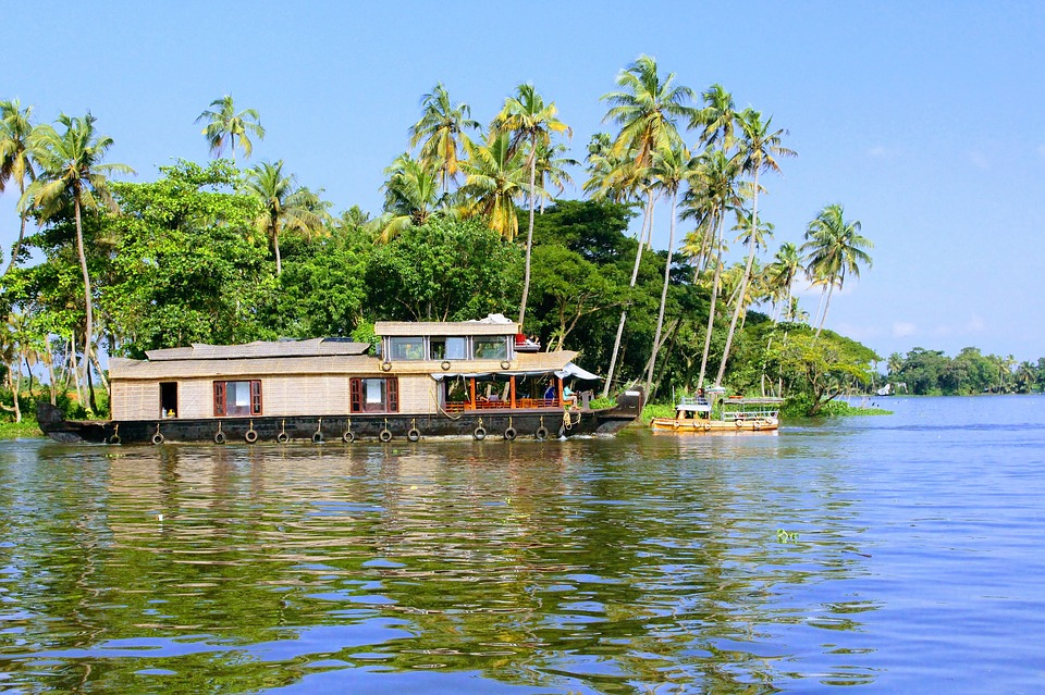 Alleppey tour with TripDezire for booking call at 999 111 9350