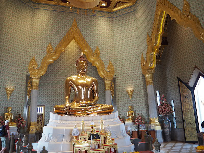 Wat Traimit tour with Tripdezire for booking call at 999 111 9350